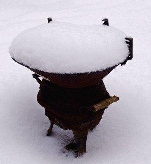 Grillen im Winter - je mehr Schnee, desto schöner! (Foto: uschi dreiucker  / pixelio.de)
