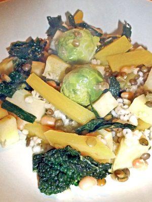 Verschiedene gekochte Gemüse auf einem Teller