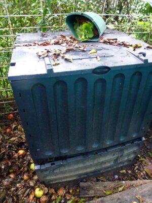 Komposter für Küchenabfälle mit Kompostentnahmeklappe
