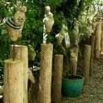 Skulpturen im Schattenbereich der Freisinger Gartentage