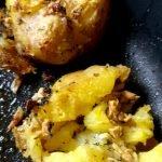 Angedrückte Kartoffel Quarta fertig gebacken im Bräter