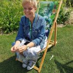 Gartenblogger Carolin im Sonnenstuhl