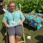 Gartenblogger Nathalie im Sonnenstuhl